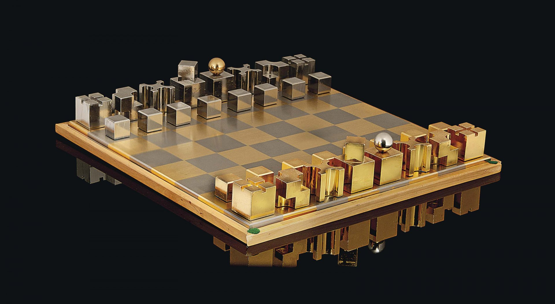 2013_CSK_09059_0586_000(an_austrian_silvered_and_gilt-metal_chess_set_and_board_after_carl_aub).jpg