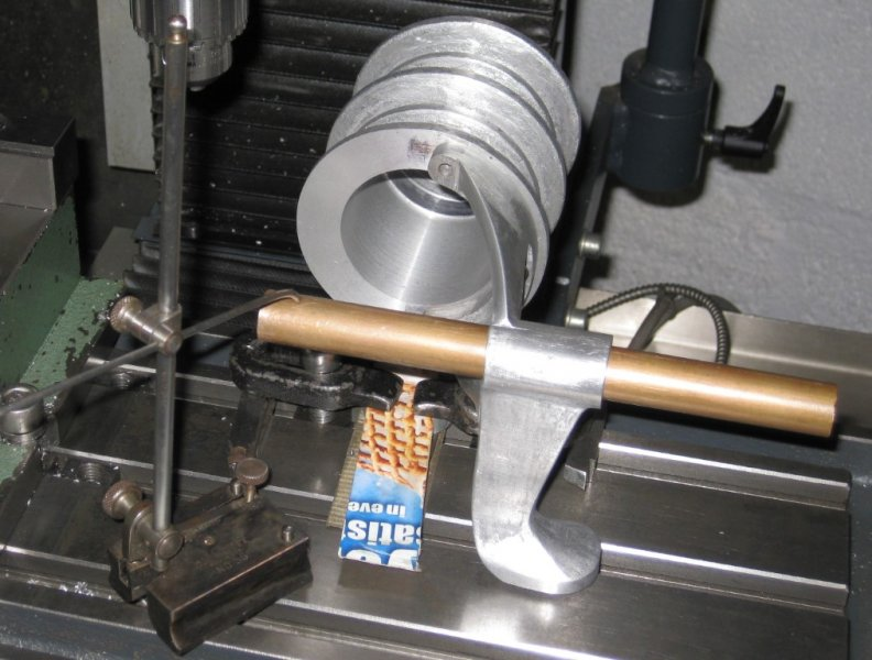 5a Lining up crankshaft bearing (Medium).jpeg