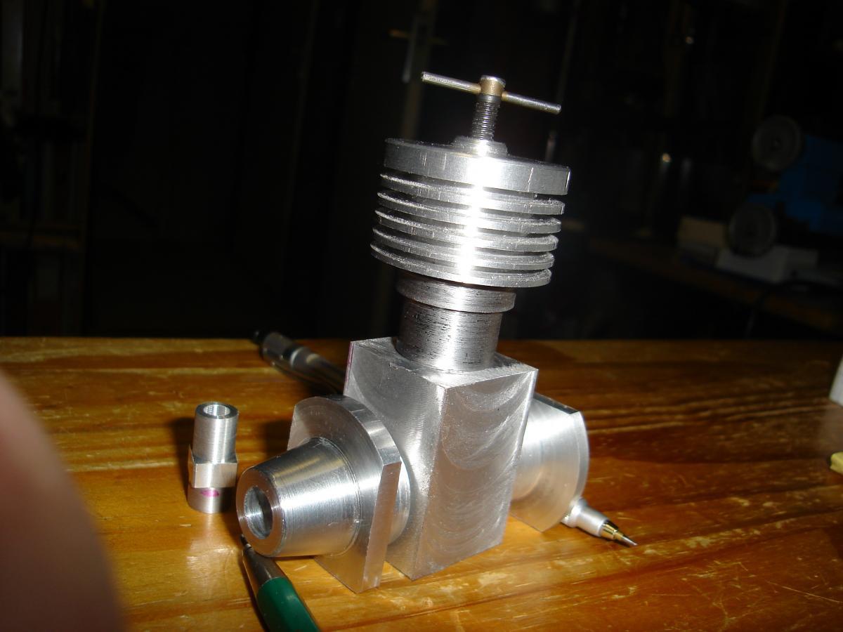 Holly Buddy 2,5 cc model diesel engine in parts 017.jpg