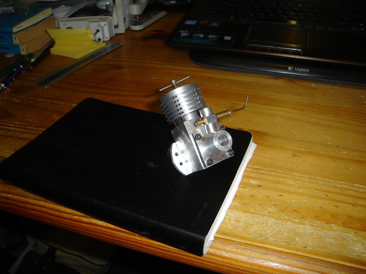 Holly Buddy 2,5 cc model engine achterdeksel 009.jpg
