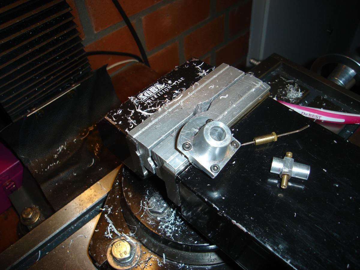 Holly Buddy 2,5 cc verzinken van boutjes 005.jpg