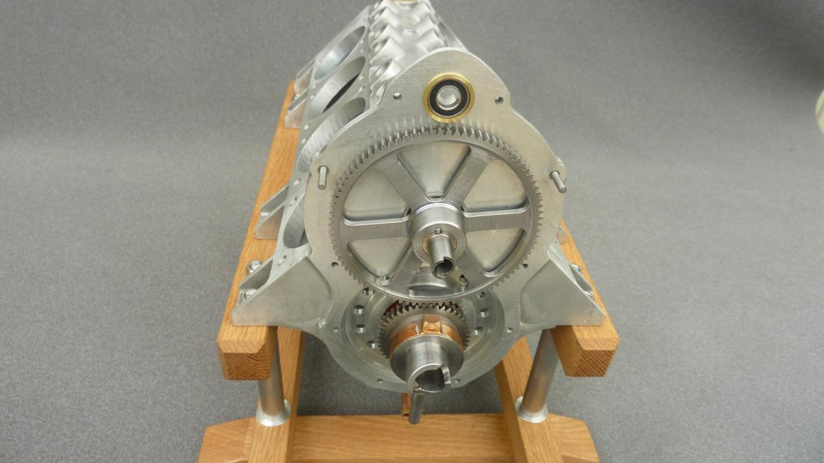rear showing gearing to cam shaft.jpg